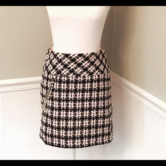 Forever 21 Dresses & Skirts - F21 pink, sparkly black tweed skirt, pearl accent
